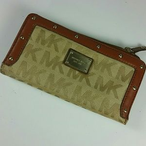 Michael Kors studded wallet Brown insignia